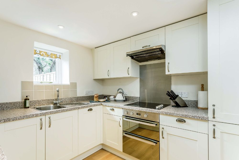 Frys Barn Kitchen Sleeps 4 Superking Bed King Bed Dogs welcome Somerset Cheddar Weston Super Mare