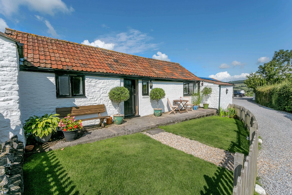 Scrumpy Holiday Cottage Sleeps 2 Dogs welcome Somerset
