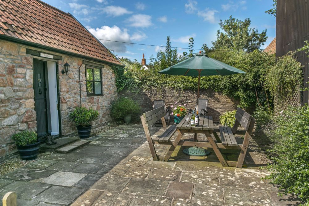 Cheddar Winscombe Wells Glastonbury Frys Barn Enclosed Patio Garden Enclosed Fields Sleeps 4 Dogs welcome Somerset